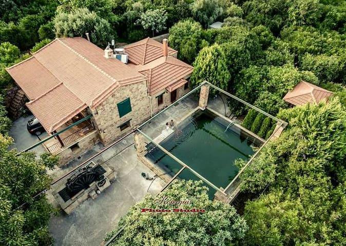 Πέτρινη κατοικία σε ιδιόκτητο κτήμα στον Κάμπο