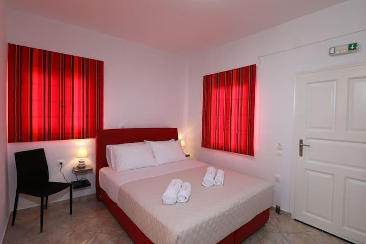 Cozy Room in Imerovigli