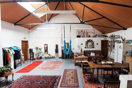 Single room in spacious Art studio  - Barnet