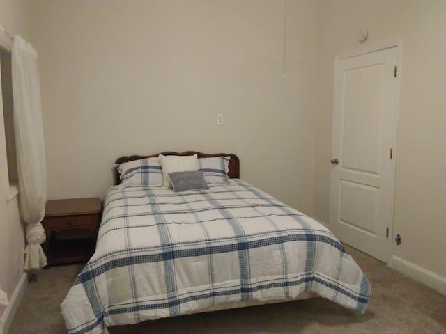 Lyndale Room 2