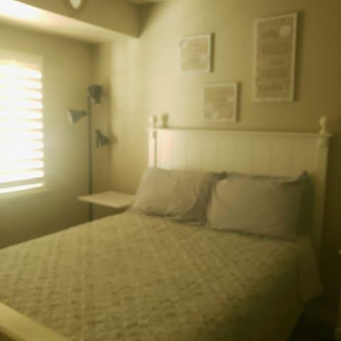 Guest room 211