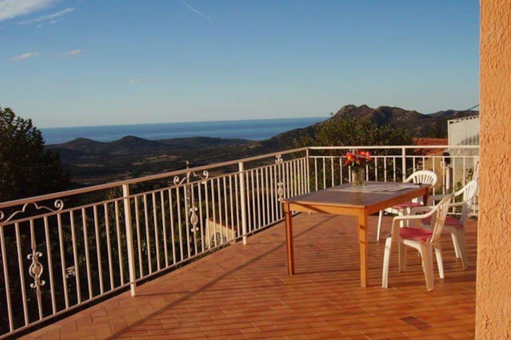breakfast-terrace with sea view