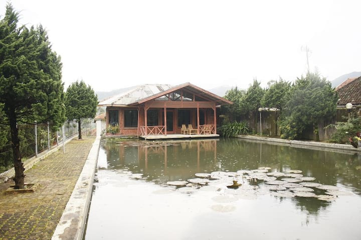 Villa Paniisan Putri Athaya 2 - Bandung - Huvila