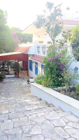 Villetta  in zona residenziale a 3 km dal mare - Conversano