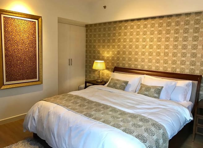 Ayala Makati Spacious & Cozy One Bedroom w Netflix