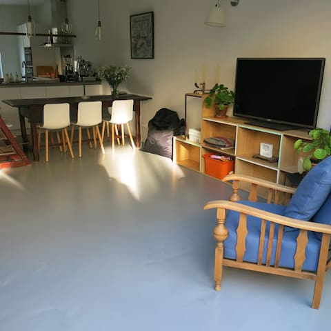 Cosy family home located in Amsterdam North