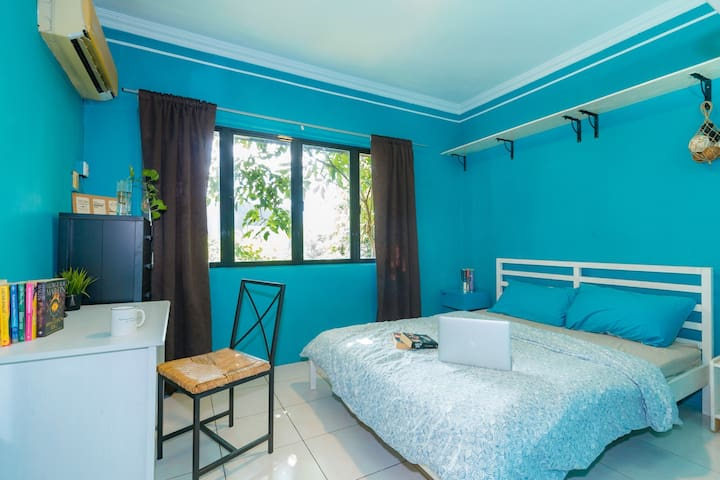 PROMO: Fresh, comfortable, homey room