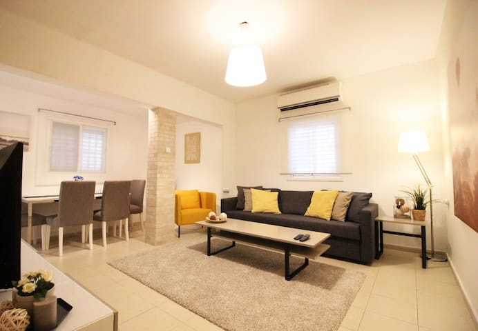 Luxury Beach Apt at Hayarkon/Ben Gurion Blvd!