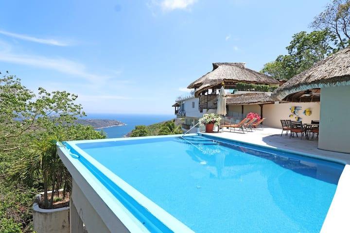 Villa  con vista al mar y alberca privada