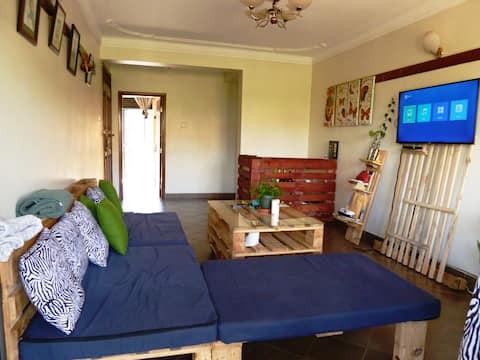 Warm Artistic, Pallet home, Ntinda