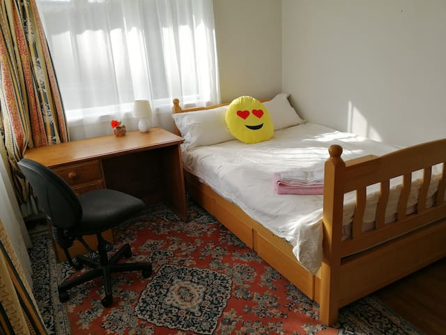Good place, comfortable room and friendly host