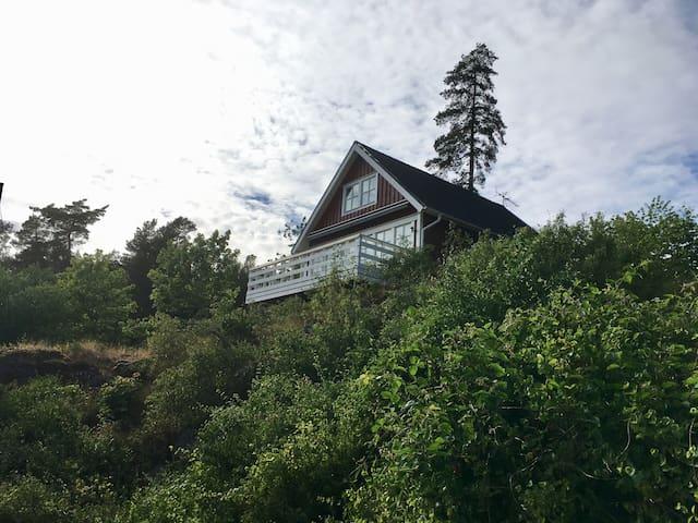 Charmigt hus 5 minuter från Kolmårdens Djurpark.