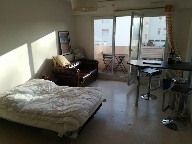 PAU studio avec balcon