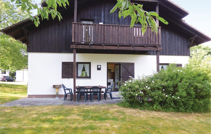Beautiful home in Thalfang with 4 Bedrooms and WiFi