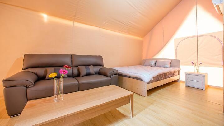 캠핑의 낭만과 더불어 편안한 잠자리를 제공하는 글램핑1(객실 현장랜덤배정)