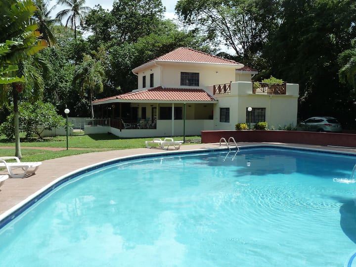 Mahogany Villa - Luxury villa in superb location
