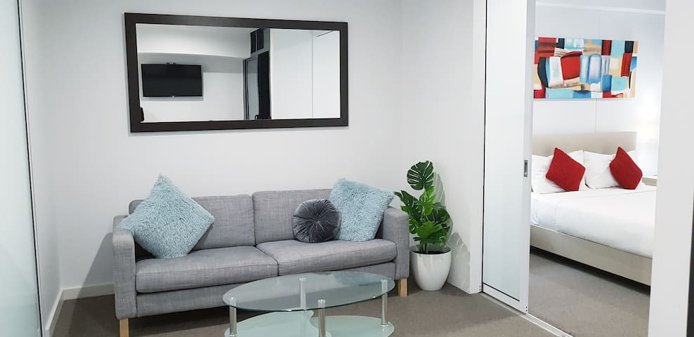 Luxury 2Bed CBD Apt+Free Car park+wifi+Netflix++