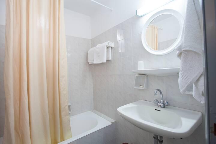 Basic Triple Room 2 (Polos Hotel)