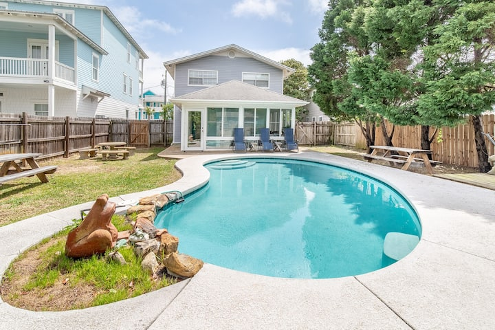 1 Minute Walk To The Beach⛱ Private Heated Pool!