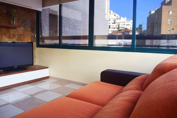 Apartamento equipado, soleado cerca de dos playas