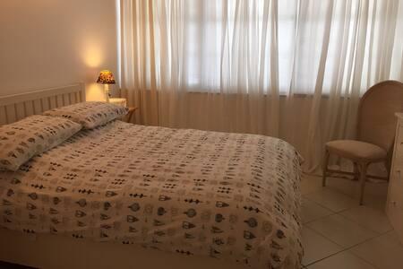 Super clean private bedroom & bath. - Appartement en résidence