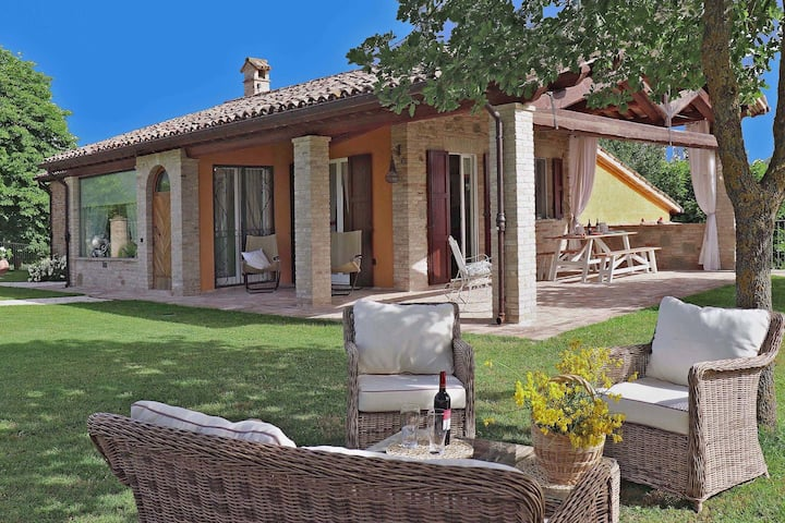 Spacious Villa in Fermignano with Pool