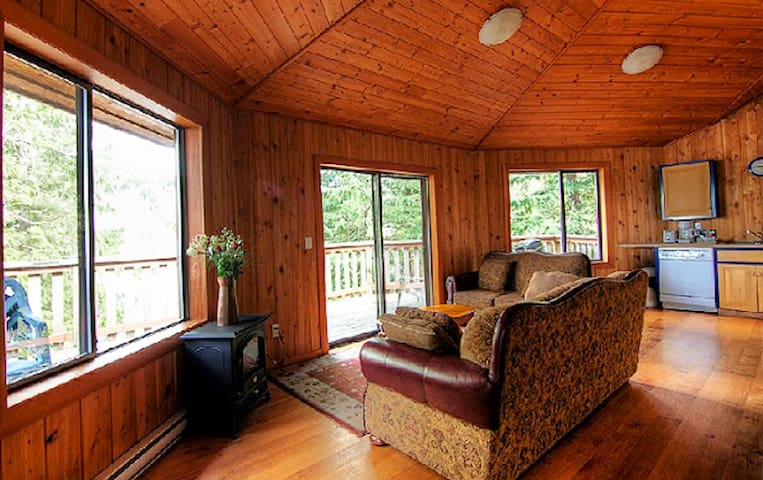 Peaceful 2 BR Forest Chalet with Private Hot Tub