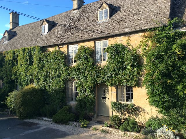 Beautiful grade two listed Cotswold stone Cottage