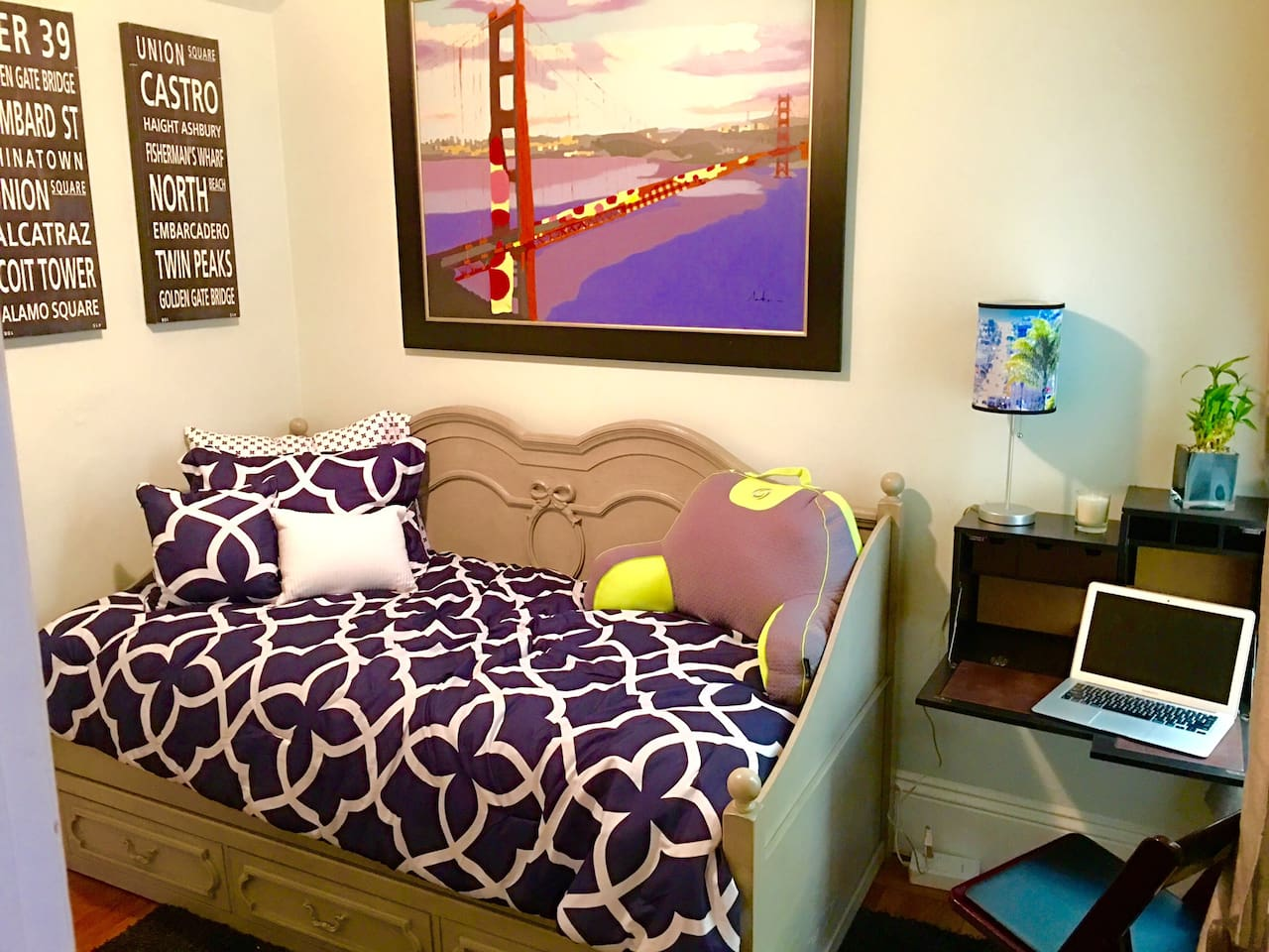 Private bedroom with twin size day bed