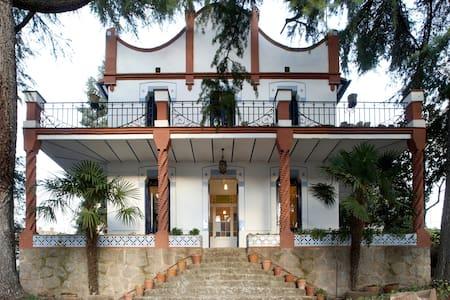 Villa modernista Can Calixto petit en Aiguafreda