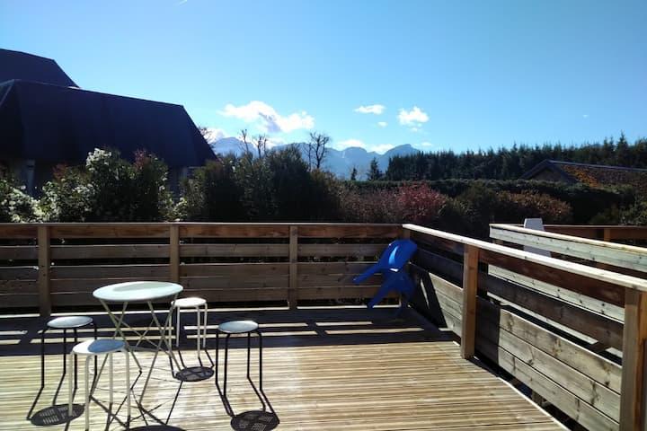 Appartement spacieux avec terrasse vue montagne