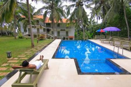 H G Resort- Deluxe Non AC - Kovalam - 宾馆