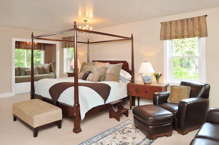 Bristol Suite - 1795 Acorn Inn