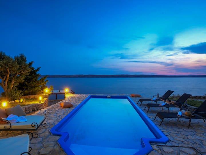 Beautiful Villa Mar Šarici, in Dalmatia