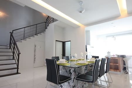 Modern Shamrock Beach Villa 15 w Seaview - Batu Feringghi