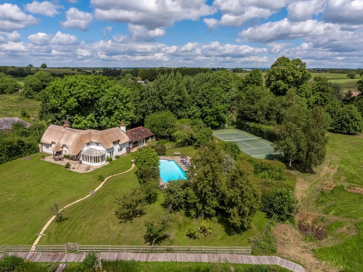 Country House with tennis court and swimming pool