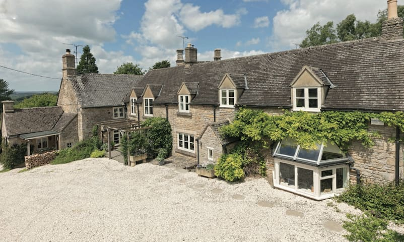 Cosy Cotswolds Double Bedroom & Private Bathroom
