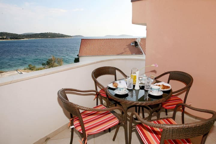 Apartments Bašić / Two Bedroom Marta - Rogoznica - Appartement