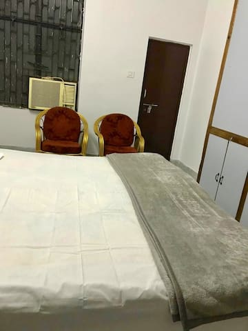 Private Room just 0.5km from Kumbh Area