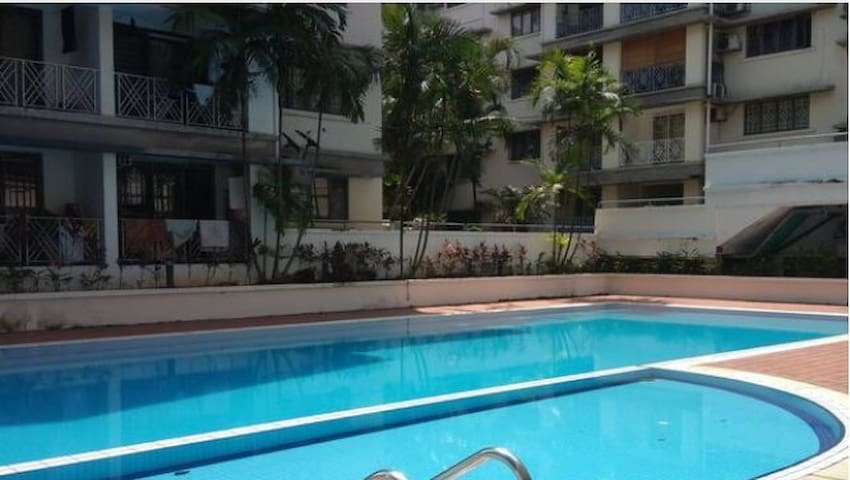 Cozy Queen room with swimming pool in Bangsar
