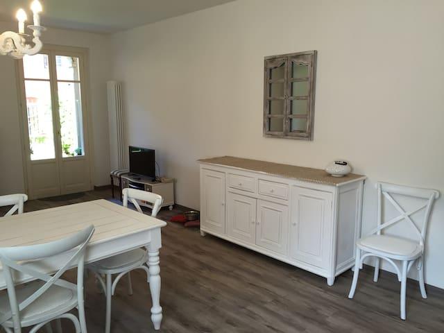 Il soggiorno con cucina a vista