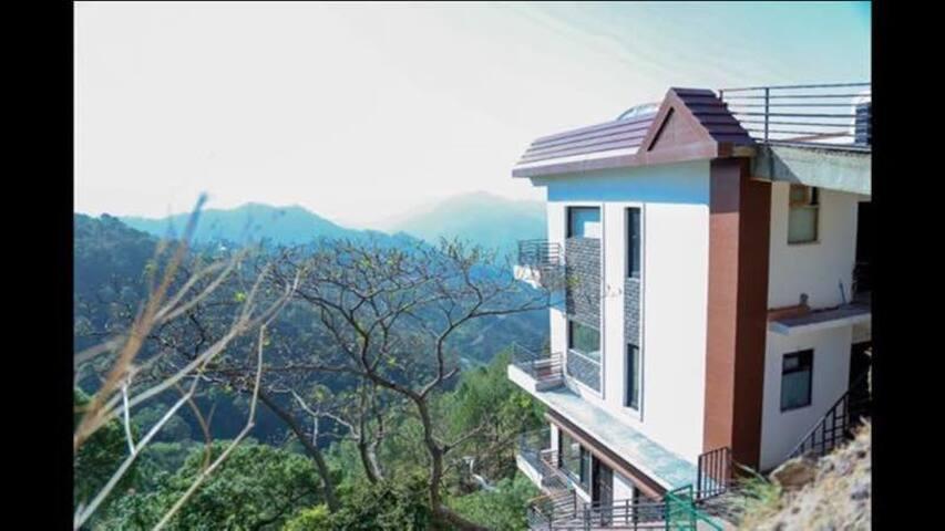 2 Bedroom Suite | Kitchen|Jacuzzi| - Kasauli - Bungalo