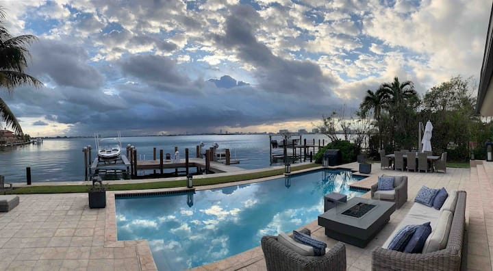 Paradise Villa 5 bedroom \\ Water front view