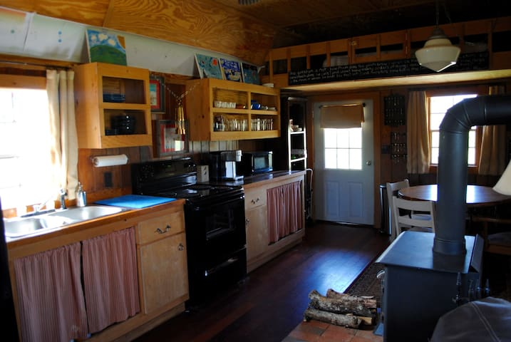 The kitchen has everything you need to cook a meal, EXCEPT a dishwasher :).