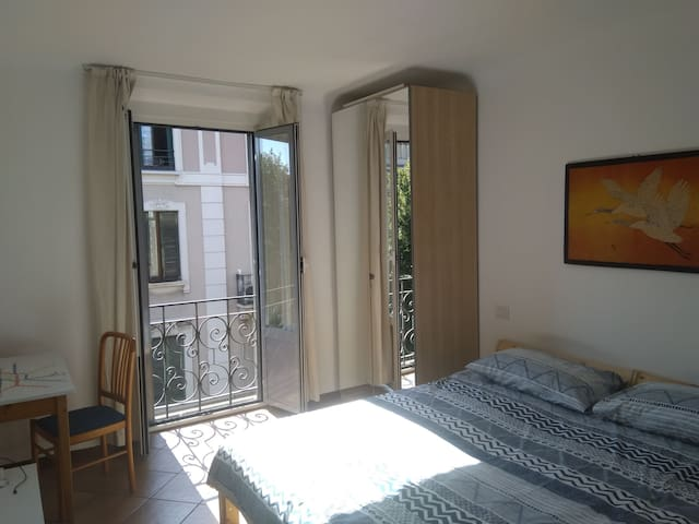 Comfy one bedroom apartment - Isola district