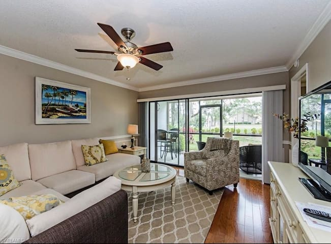 Private Bedroom in Gorgeous Condo!