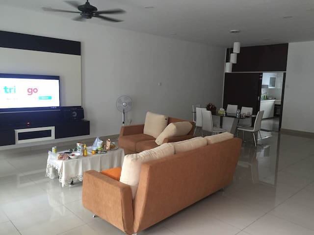 Top room 4@bukit indah Aeon - Johor Bahru - Huis