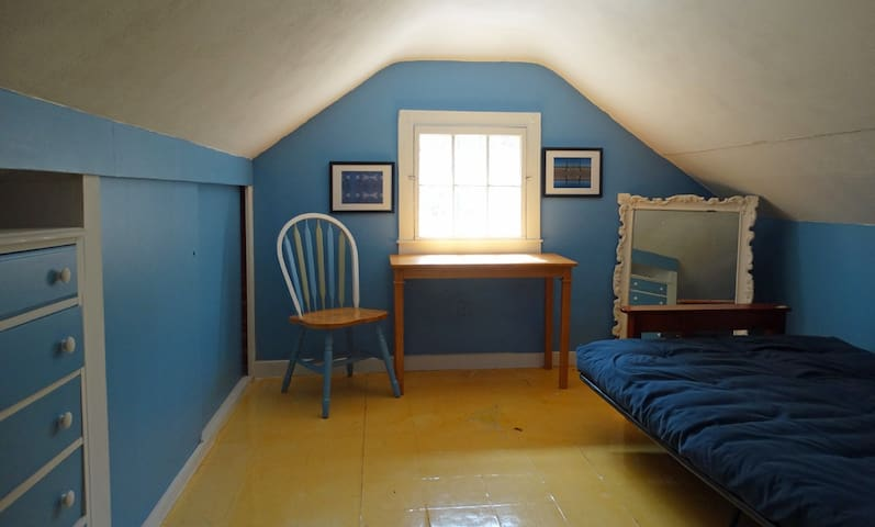 Half Bedroom (open to stairs)