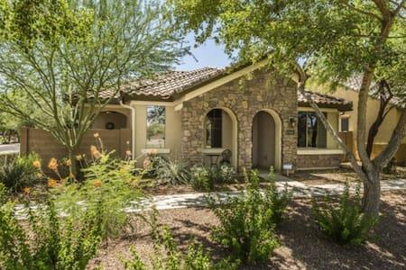 Private Luxury Cottage W/ Community Pool - Гилберт - Дом
