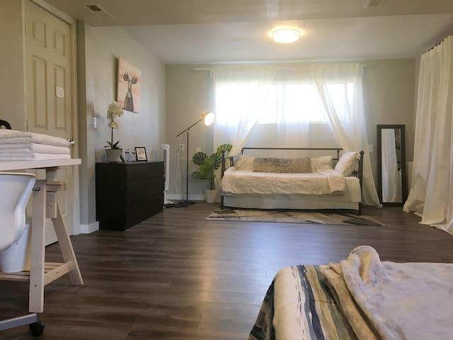 Best modern charming private bedroom ROOM 01